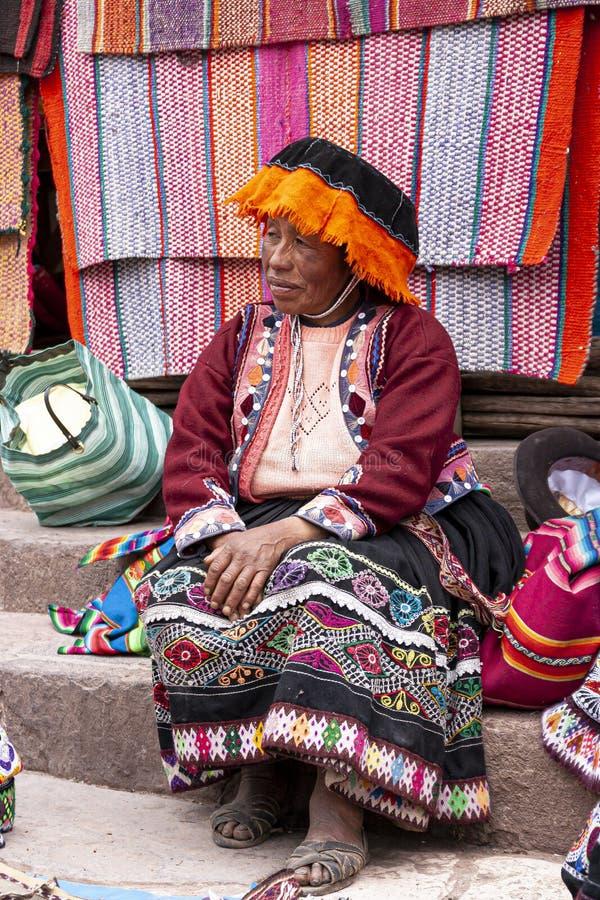 Portret van lokale marktverkoper in Urubamba, Peru stock foto