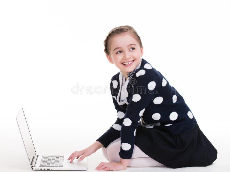 Portret van meisje met laptop stock foto's