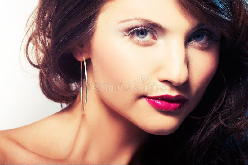 Portret van meisje met rode lipstic stock foto