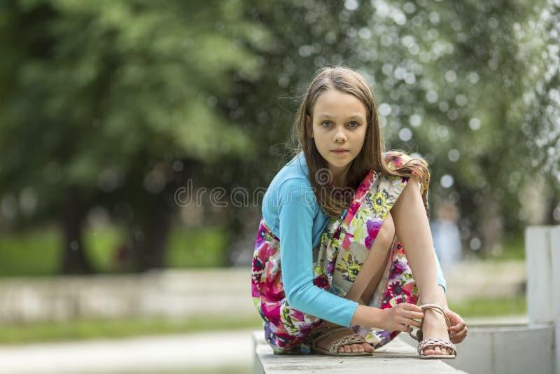 Portret van meisje in openlucht Het lopen royalty-vrije stock foto's