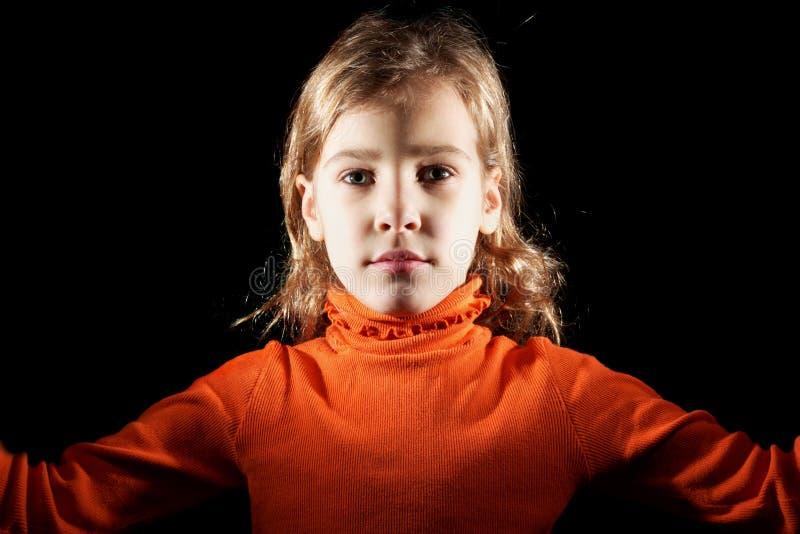 Portret van meisje in oranje sweater royalty-vrije stock foto's