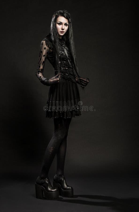 Download Portret Van Meisje-vreemdeling Stock Foto - Afbeelding bestaande uit demon, gevaar: 54080950