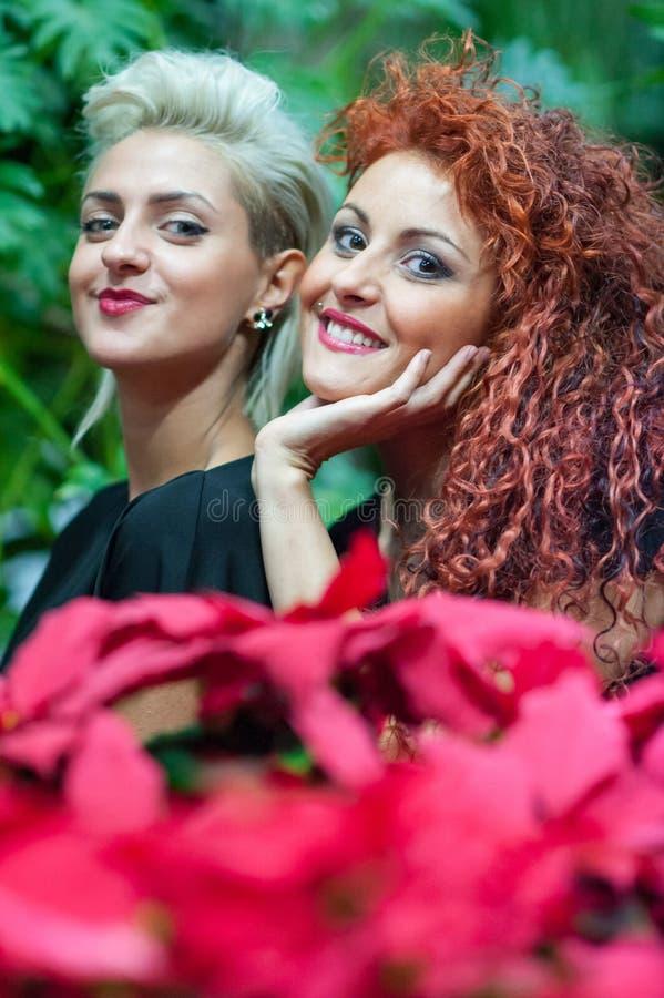 Portret van meisjes het glimlachen royalty-vrije stock afbeeldingen