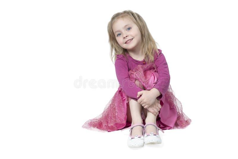 Portret van meisjeszitting op de vloer royalty-vrije stock afbeelding