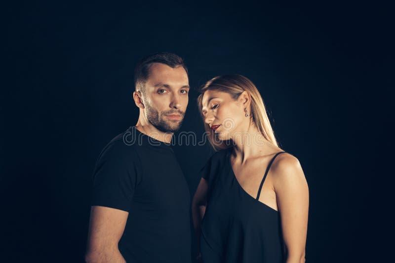 Portret van modieus jong paar, mooie vrouw en de knappe mens royalty-vrije stock fotografie