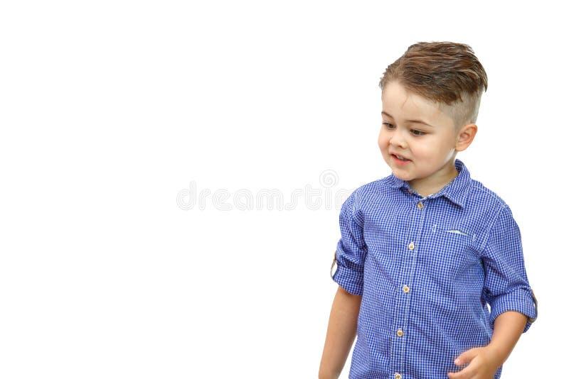 Portret van modieus weinig jongen in blauw overhemd Ge?soleerdj op witte achtergrond royalty-vrije stock afbeeldingen