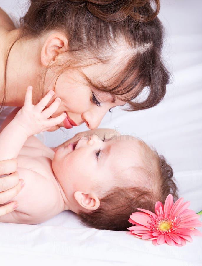 Portret van moeder en baby royalty-vrije stock afbeeldingen