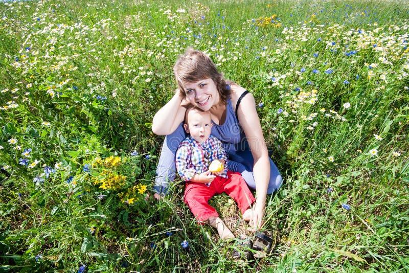 Portret van moeder en baby stock fotografie