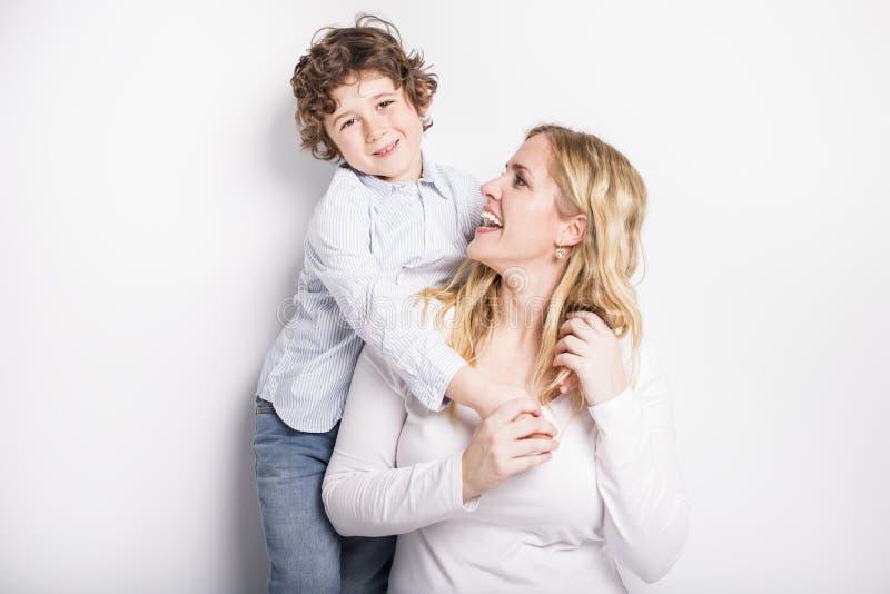 Portret van moeder en zoon stock foto's