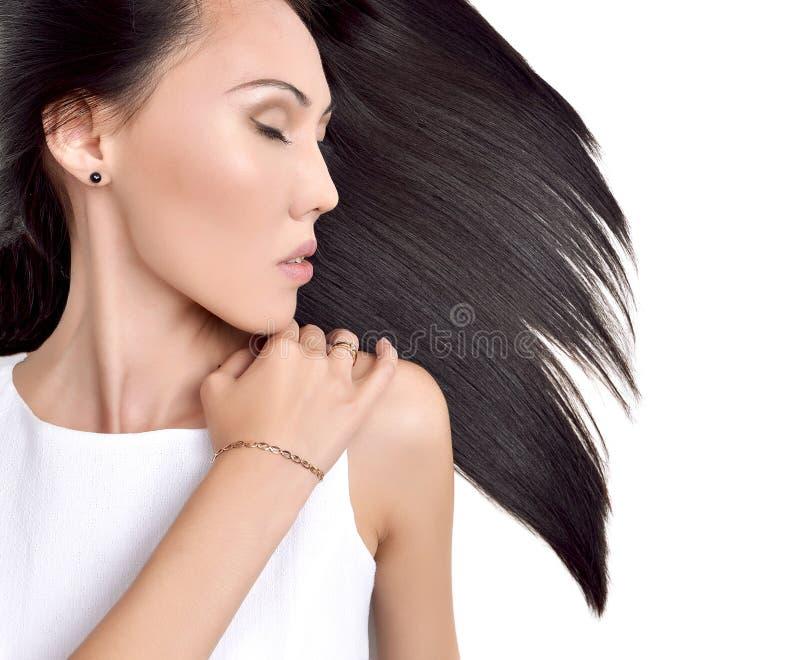 Portret van Mooi Aziatisch donkerbruin meisje met gezond lang haar stock afbeeldingen