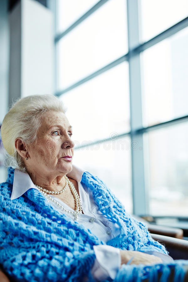 Portret van mooi bejaarde stock afbeeldingen