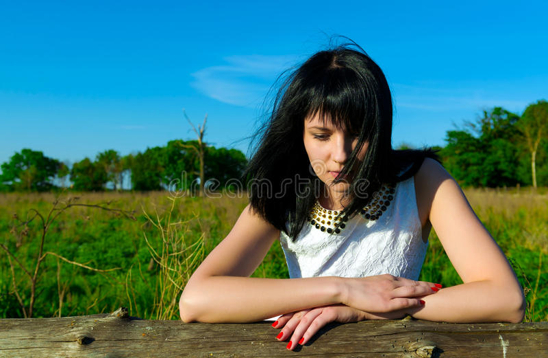 Portret van mooi jong donkerbruin meisje royalty-vrije stock foto