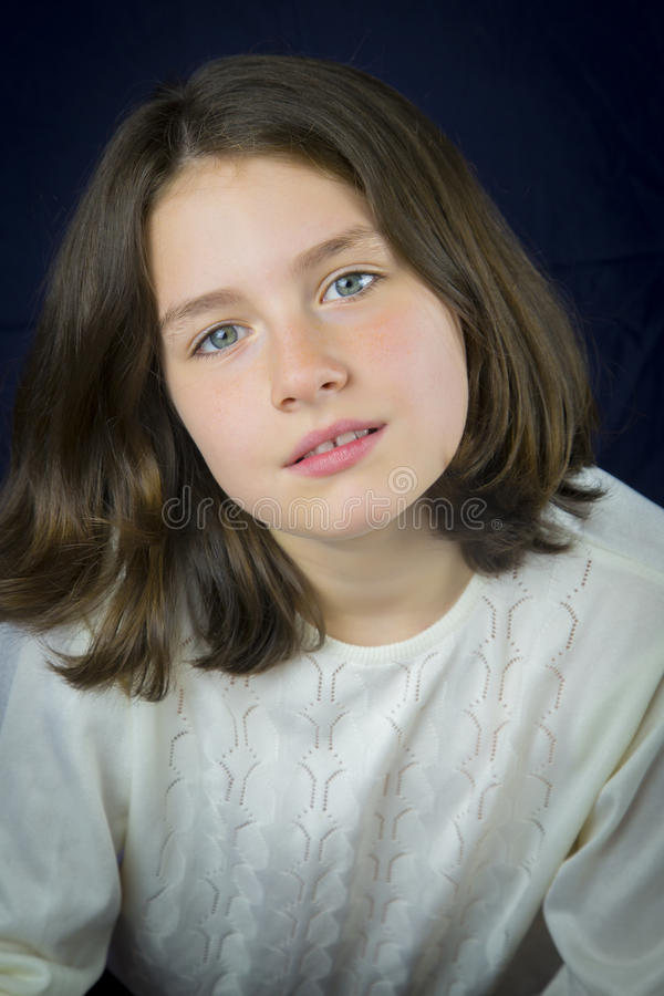 Portret van mooi jong meisje royalty-vrije stock foto