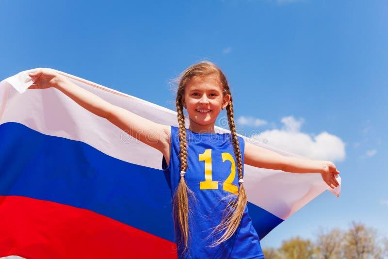 Portret van mooi jong meisje met Russische vlag royalty-vrije stock afbeeldingen