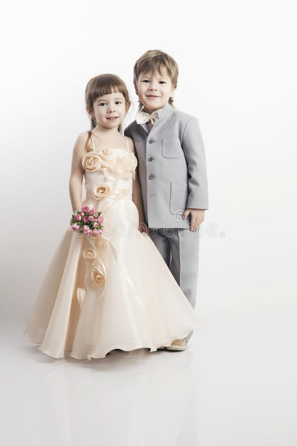 Portret van mooi klein jongen twee en meisje stock afbeelding