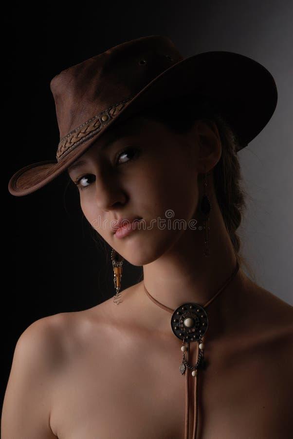 Portret van mooi meisje in cowboyhoed royalty-vrije stock foto's