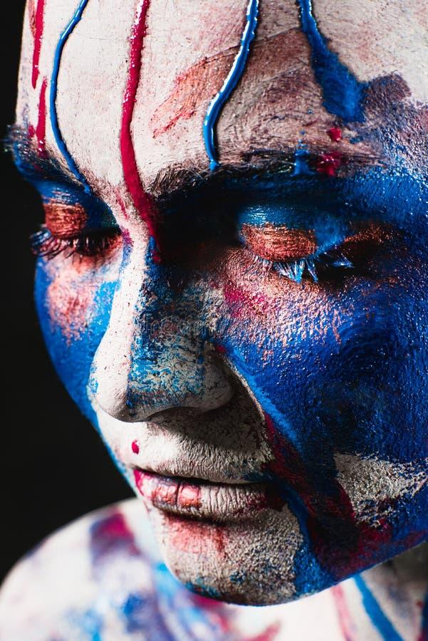 Portret van mooi meisje met creatieve kunstmake-up stock afbeeldingen