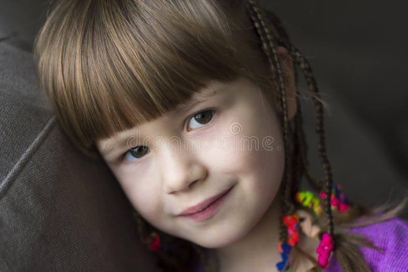 Download Portret Van Mooi Meisje Met Kleine Vlechten Stock Foto - Afbeelding bestaande uit blond, meisje: 107706138