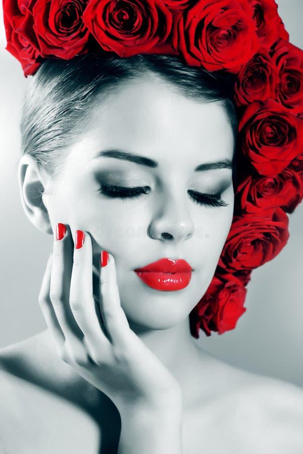 Portret van mooi meisje met perfecte make-up stock foto's