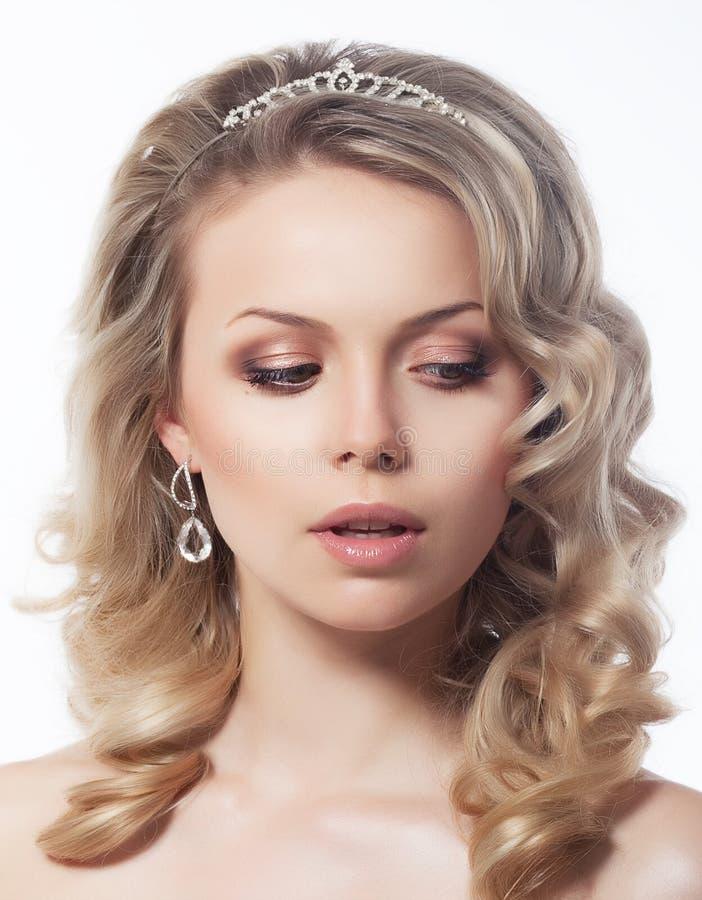 Portret van mooi vrouwelijk blond haarmodel stock foto's