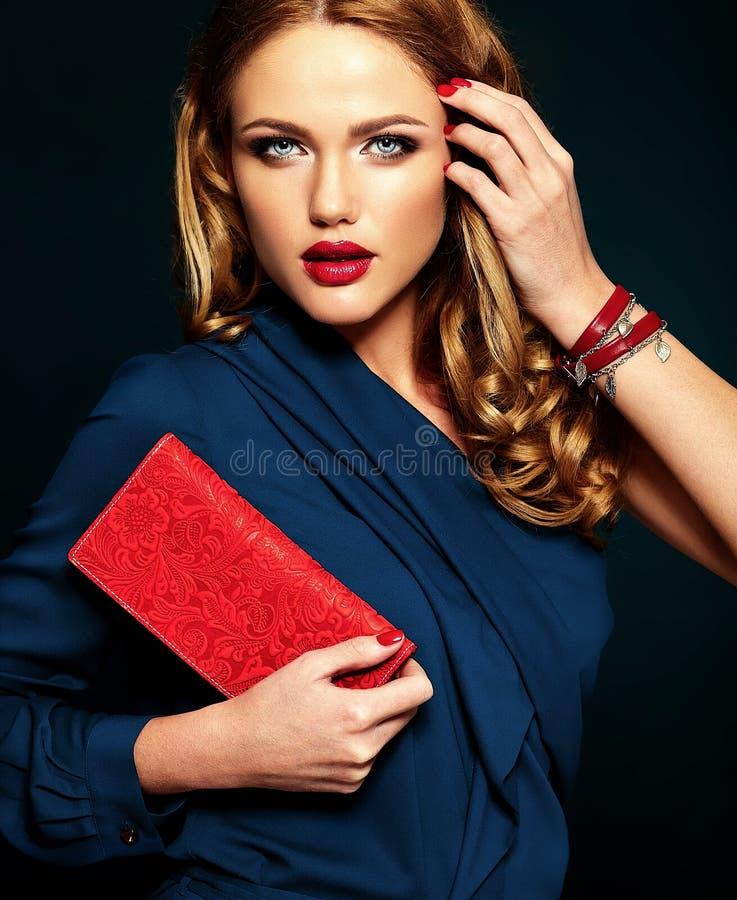 Portret van mooi vrouwenmodel met make-up en schone gezonde huid royalty-vrije stock afbeelding