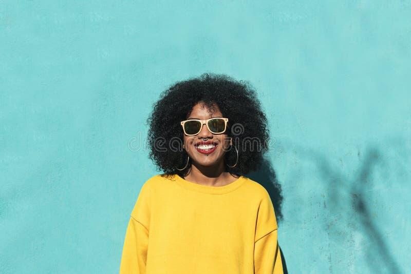 Portret van mooie afro Amerikaanse vrouw royalty-vrije stock foto