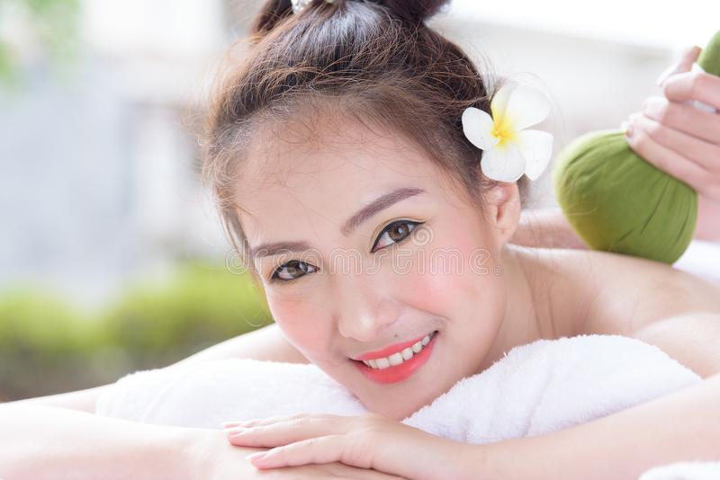 Download Portret Van Mooie Aziatische Mensen Met Dichte Omhooggaande Mening En Dicht Stock Foto - Afbeelding bestaande uit mooi, bloem: 114226226