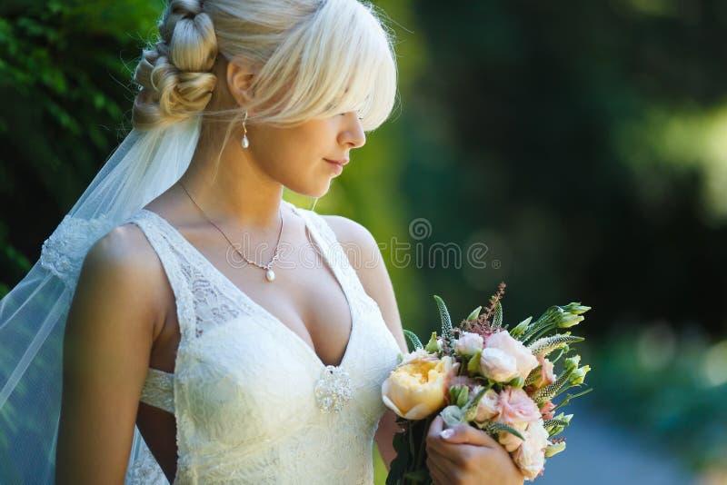 Portret van mooie bruid stock foto's