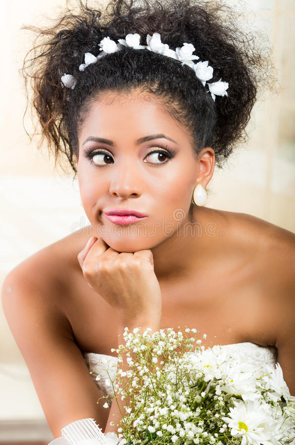 Portret van mooie exotische emotionele bruid stock foto's