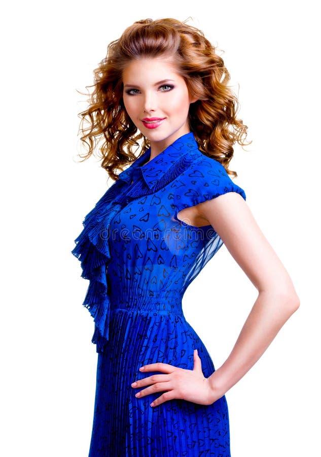 Portret van mooie gelukkige vrouw in blauwe kleding royalty-vrije stock afbeeldingen