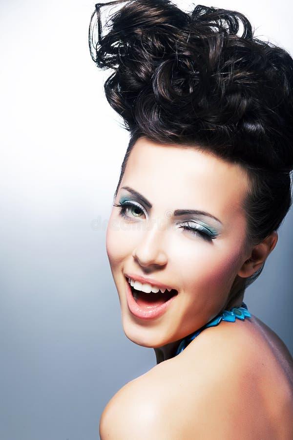 Portret van mooie jonge lachende klantenvrouw royalty-vrije stock foto's