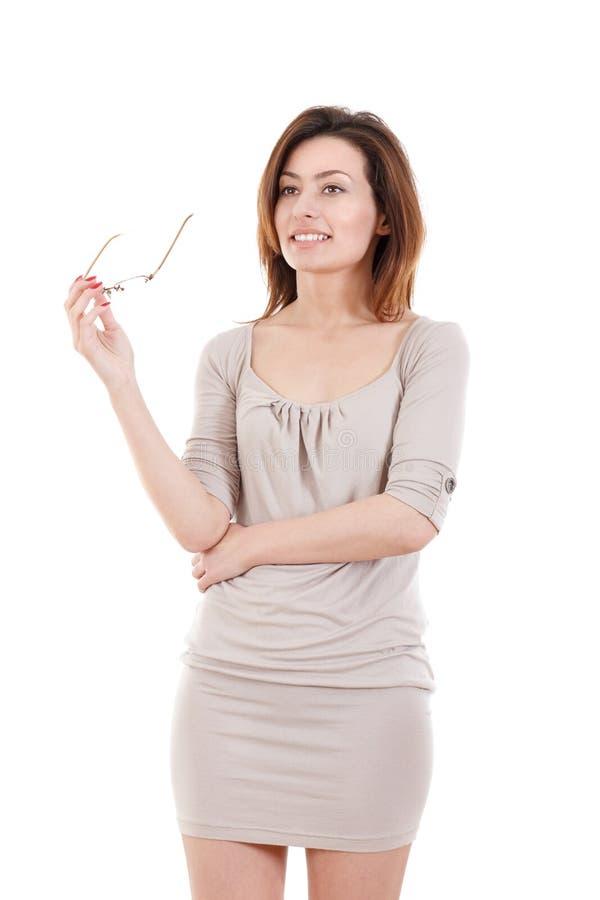 Portret van mooie jonge vrouw in de glazen van een kledingsholding royalty-vrije stock foto