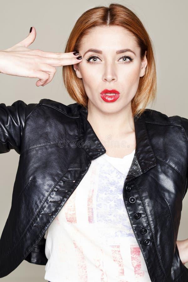 Download Portret Van Mooie Jonge Vrouw In Leerjasje Stock Foto - Afbeelding bestaande uit mensen, model: 54079218