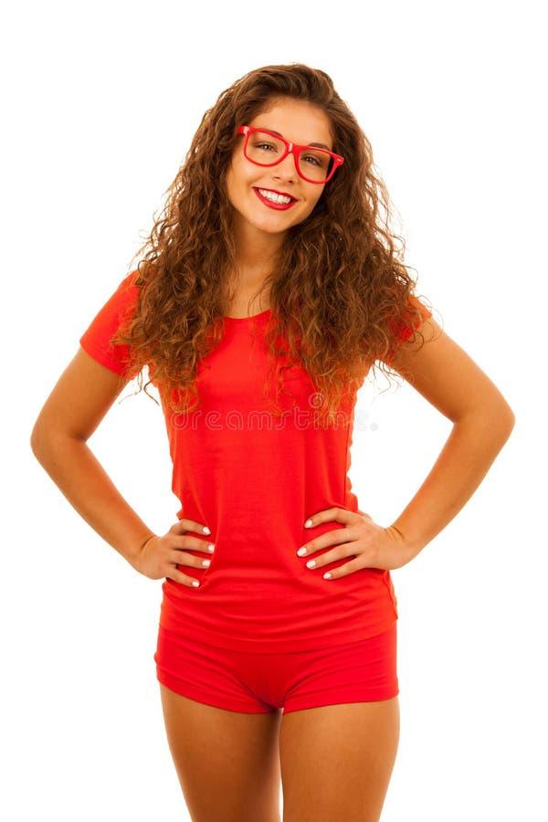 Portret van Mooie jonge vrouw in rode t-shirt en borrelsisol stock fotografie