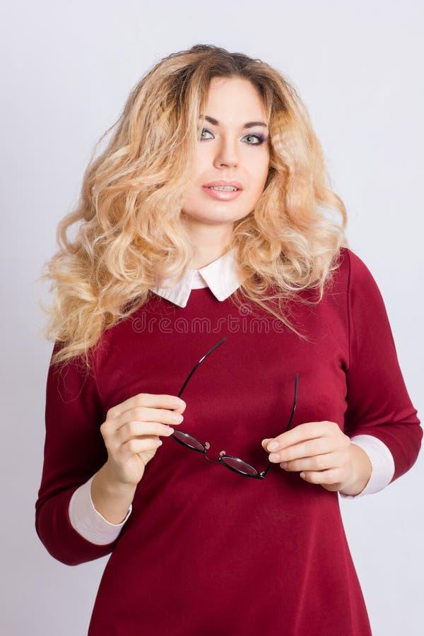 Portret van mooie Kaukasische blondevrouw royalty-vrije stock afbeelding