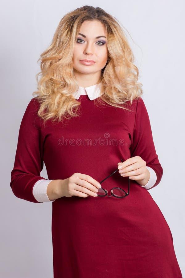 Portret van mooie Kaukasische blondevrouw royalty-vrije stock foto's