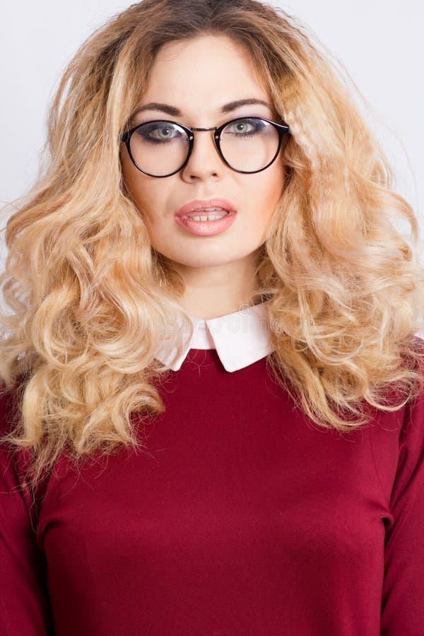 Portret van mooie Kaukasische blondevrouw royalty-vrije stock fotografie