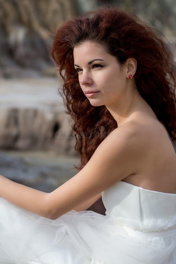 Portret van mooie rode haarbruid royalty-vrije stock afbeeldingen