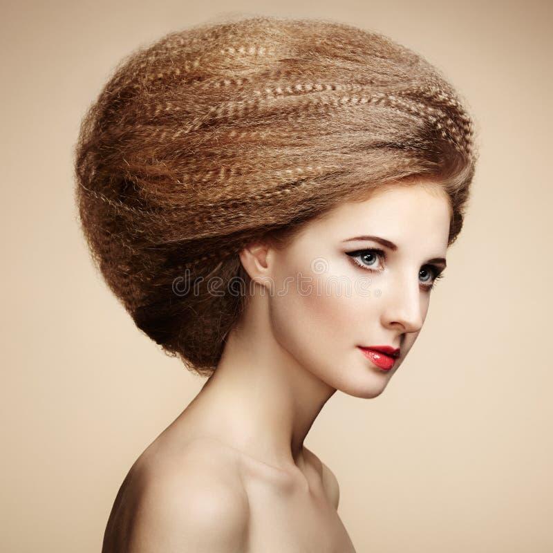 Portret van mooie sensuele vrouw met elegant kapsel royalty-vrije stock foto's