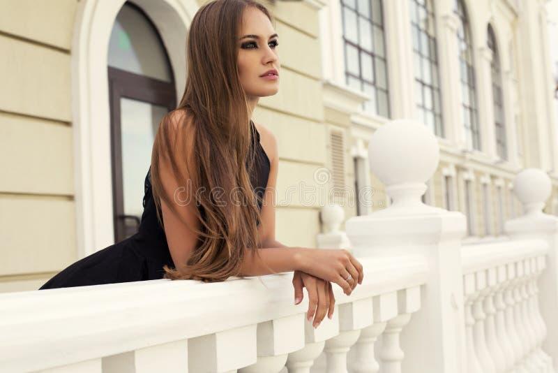 Portret van mooie sexy vrouw met donker recht haar royalty-vrije stock foto's