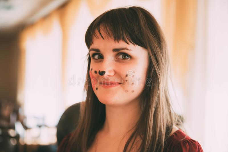 Portret van Mooie vrij Jonge Vrouw met Aqua-Samenstelling royalty-vrije stock fotografie