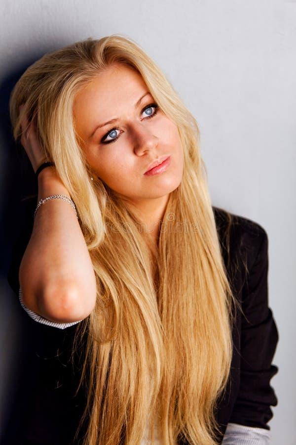 Portret van mooie vrouw met blondehaar royalty-vrije stock foto