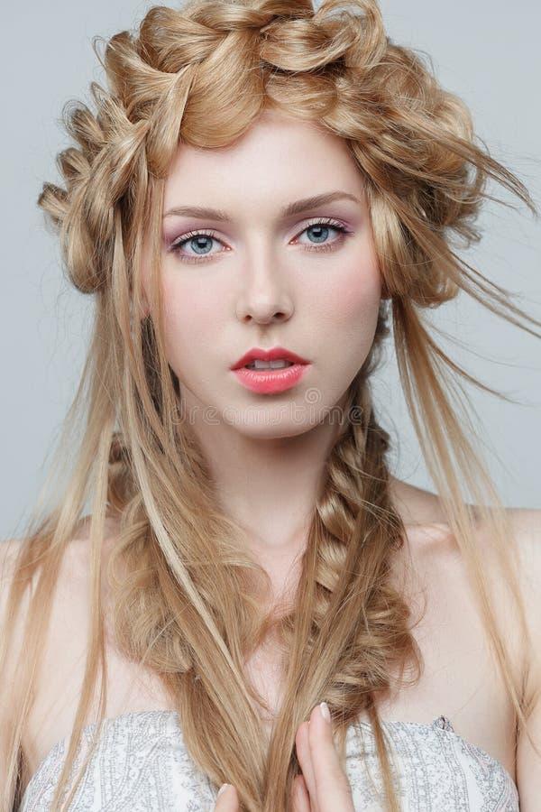 Portret van mooie vrouw met make-up en royalty-vrije stock afbeeldingen