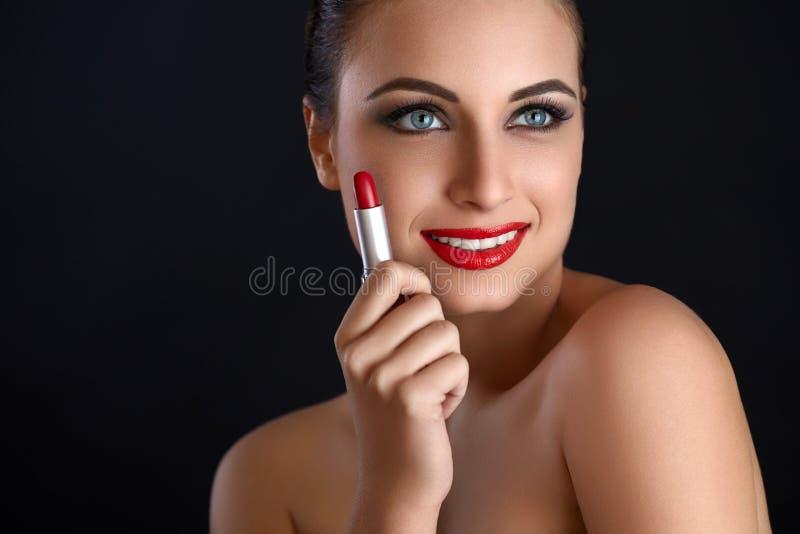 Portret van mooie vrouw met rode lippenstift Rode Lippen royalty-vrije stock afbeelding