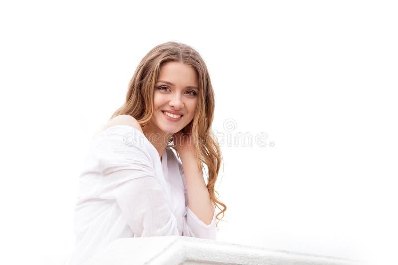 Portret van mooie vrouw op witte achtergrond royalty-vrije stock fotografie