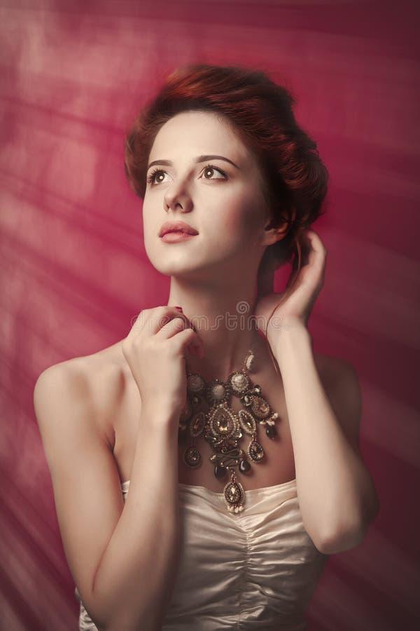 Portret van mooie vrouw in Victoriaanse erakleren royalty-vrije stock afbeeldingen