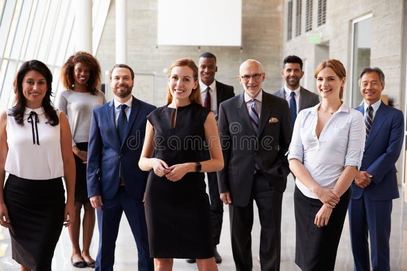 Portret van Multiculturele Zaken Team In Office royalty-vrije stock foto's