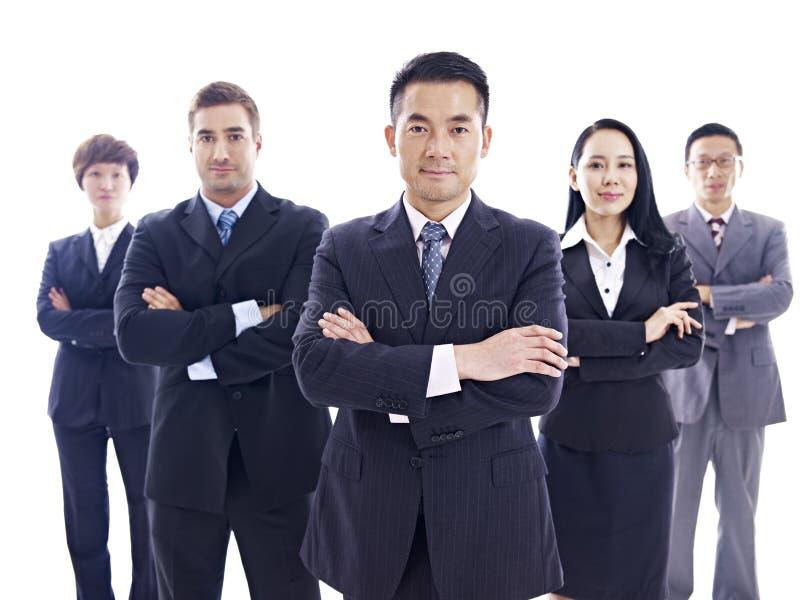 Portret van multinationaal commercieel team stock foto's