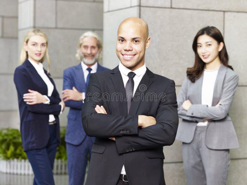 Portret van multinationaal en multi-etnisch commercieel team stock foto