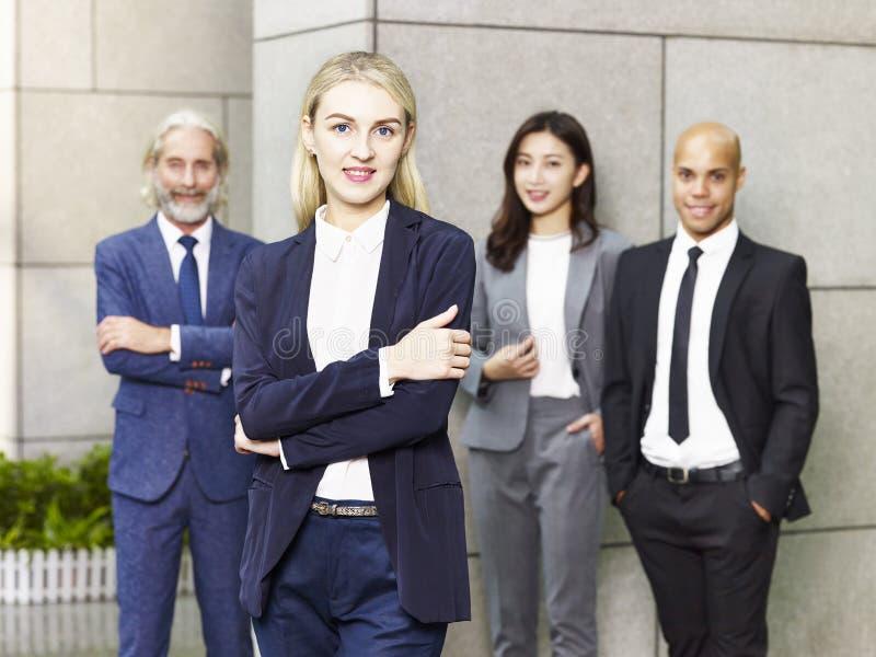 Portret van multinationaal en multi-etnisch commercieel team royalty-vrije stock fotografie